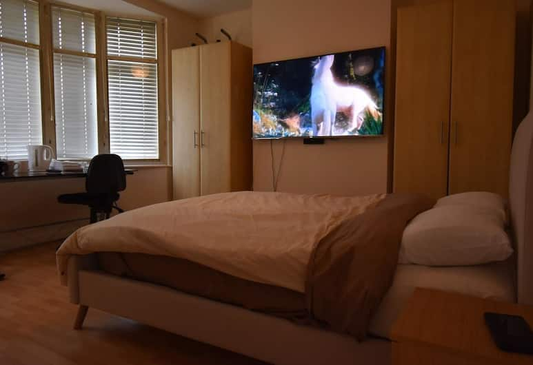 Racecourse Guest House, Leicester, Double Room, Shared Bathroom, Guest Room