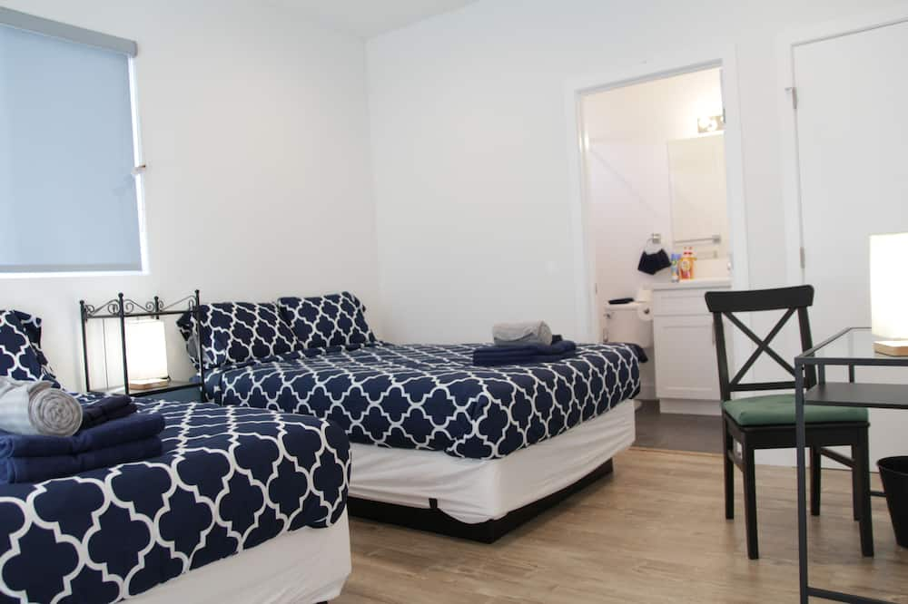 Standard-Vierbettzimmer, 2Doppelbetten, eigenes Bad - Zimmer