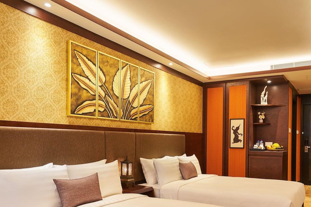 Kambarys šeimai, 2 standartinės dvigulės lovos - Vaizdas į miestą