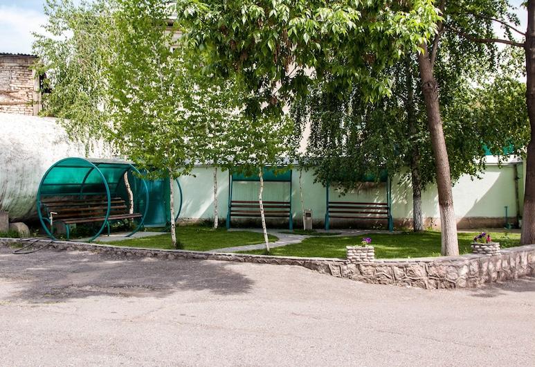 Гостевой дом «СанРайз», Ош, Территория отеля