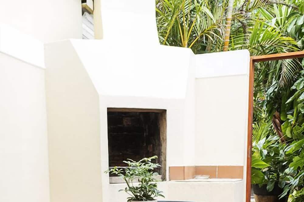 Double Room, Non Smoking - Courtyard View