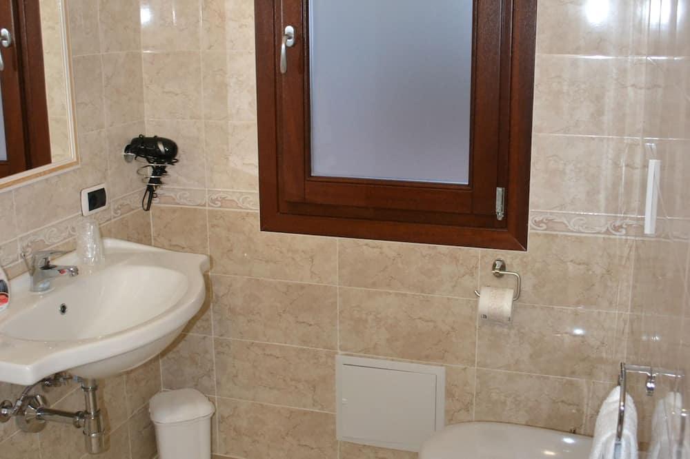 Kahden hengen huone (1) - Kylpyhuone