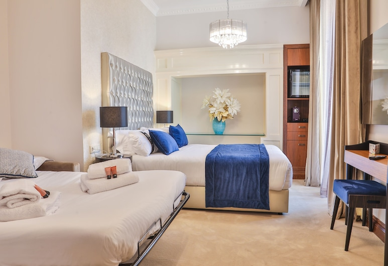 Casual Belle Epoque Lisboa, Lisbon, Family Room, 1 King Bed with Sofa bed, Non Smoking, Guest Room