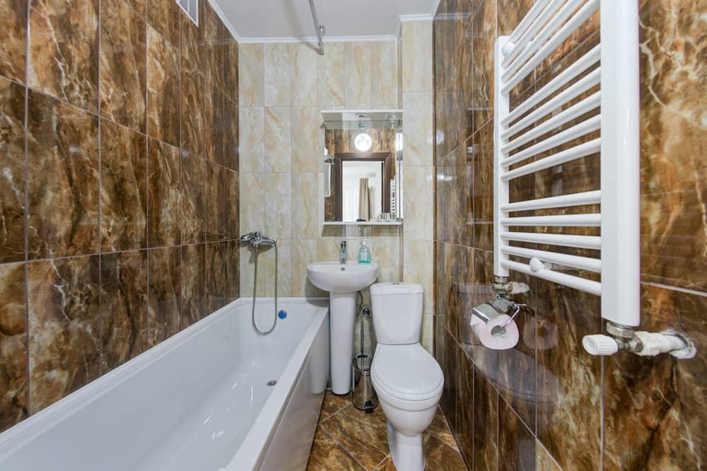 Habitación estándar con 1 cama doble o 2 individuales, 2 camas individuales, para no fumadores - Baño