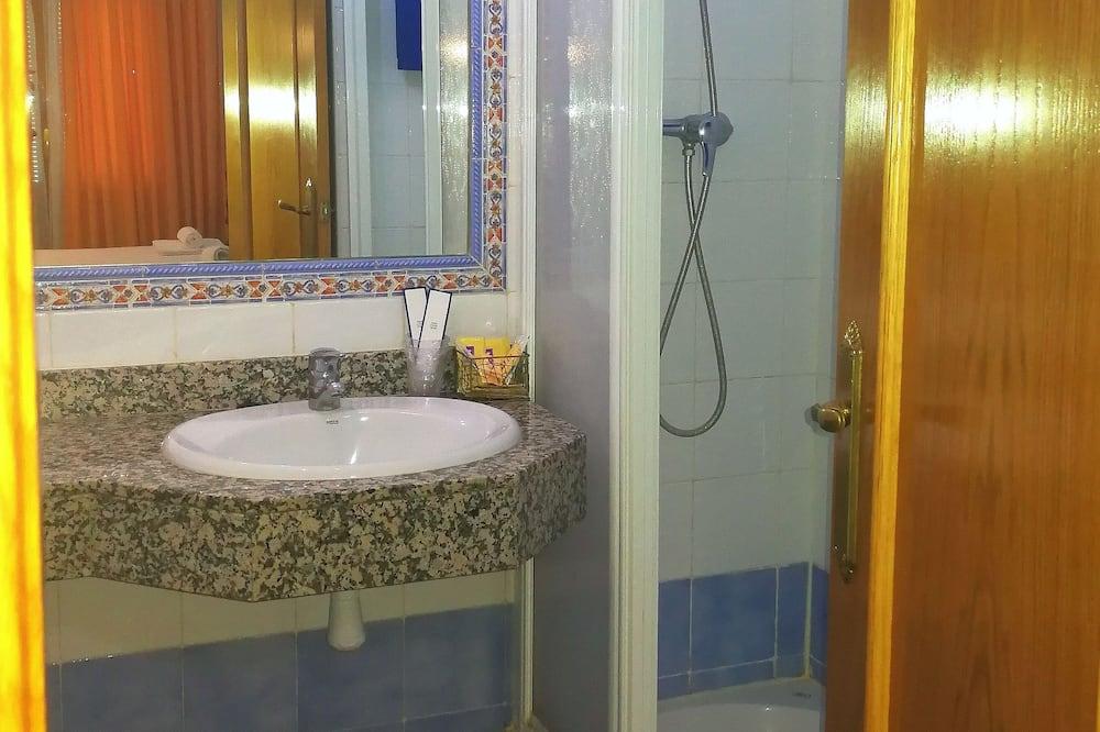 Double Room, 1 Double or 2 Twin Beds - Bathroom