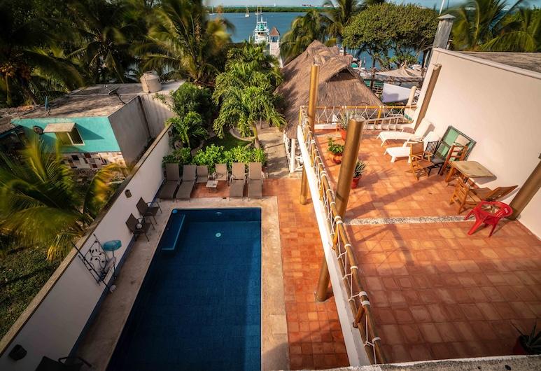 Hotel Boutique Skulls Landing, Isla Mujeres, Dvojlôžková izba typu Deluxe, 1 extra veľké dvojlôžko, nefajčiarska izba, čiastočný výhľad na oceán, Výhľad z hosťovskej izby