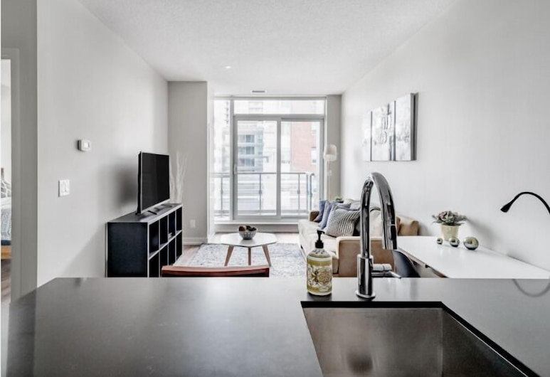 Newly Decorated Large 1BR, Toronto