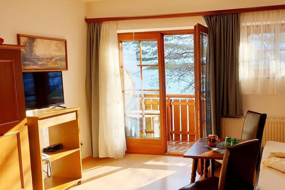 Двухместный номер с 1 двуспальной кроватью, пристройка (Attic - Dachgeschoss) - Зона гостиной