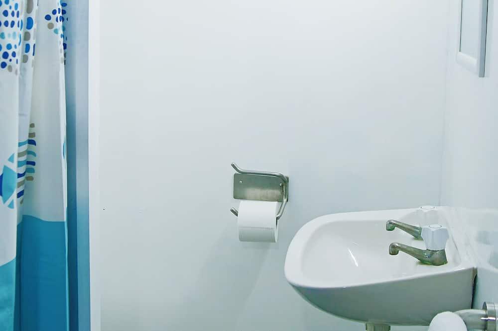 Deluxe Suite - Bathroom