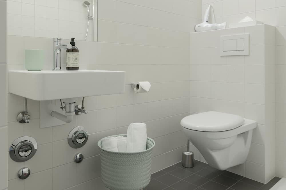 Classic-Apartment - Dusche im Bad