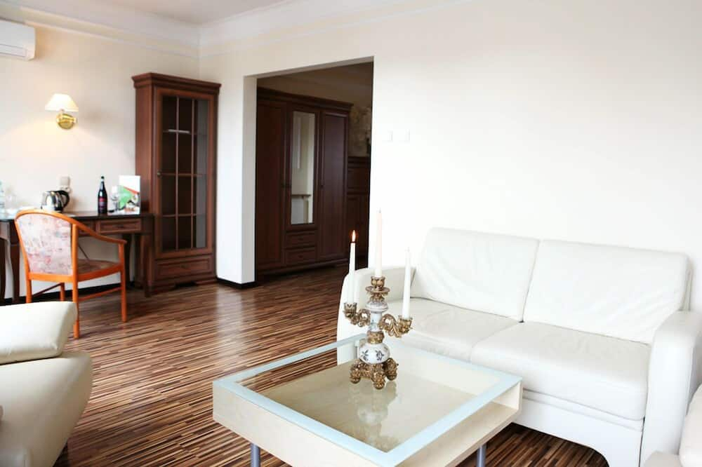 Apartament typu Deluxe, Wiele łóżek - Salon