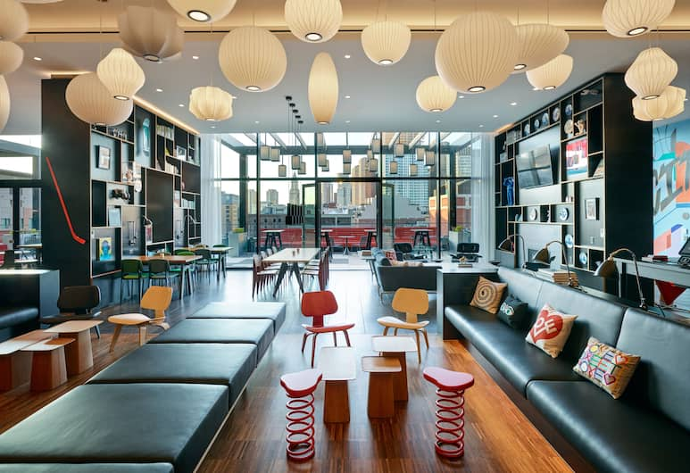 citizenM Boston North Station, Boston, Salottino della hall