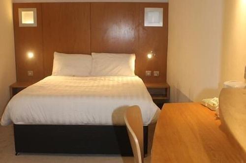謝菲爾德米多霍爾王冠飯店/