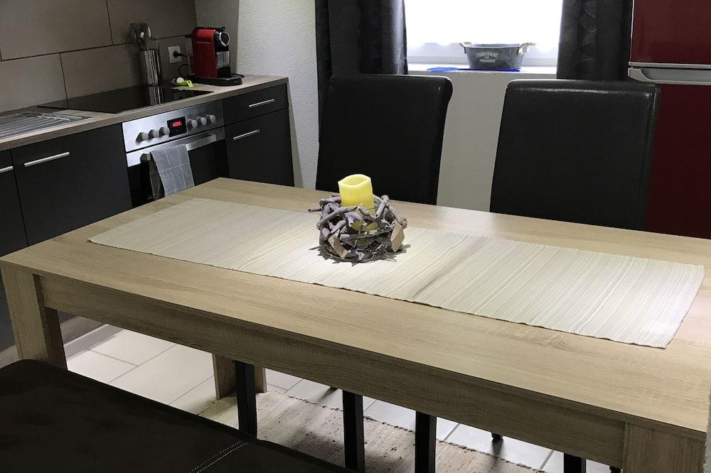 Leilighet, 1 kingsize-seng, handikappvennlig, utsikt mot resort - Bespisning på rommet