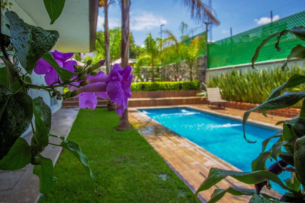 Studio Suite - Pool