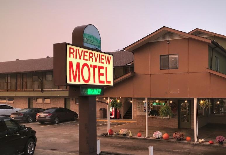 河景鱒魚旅館, 猛獁溫泉