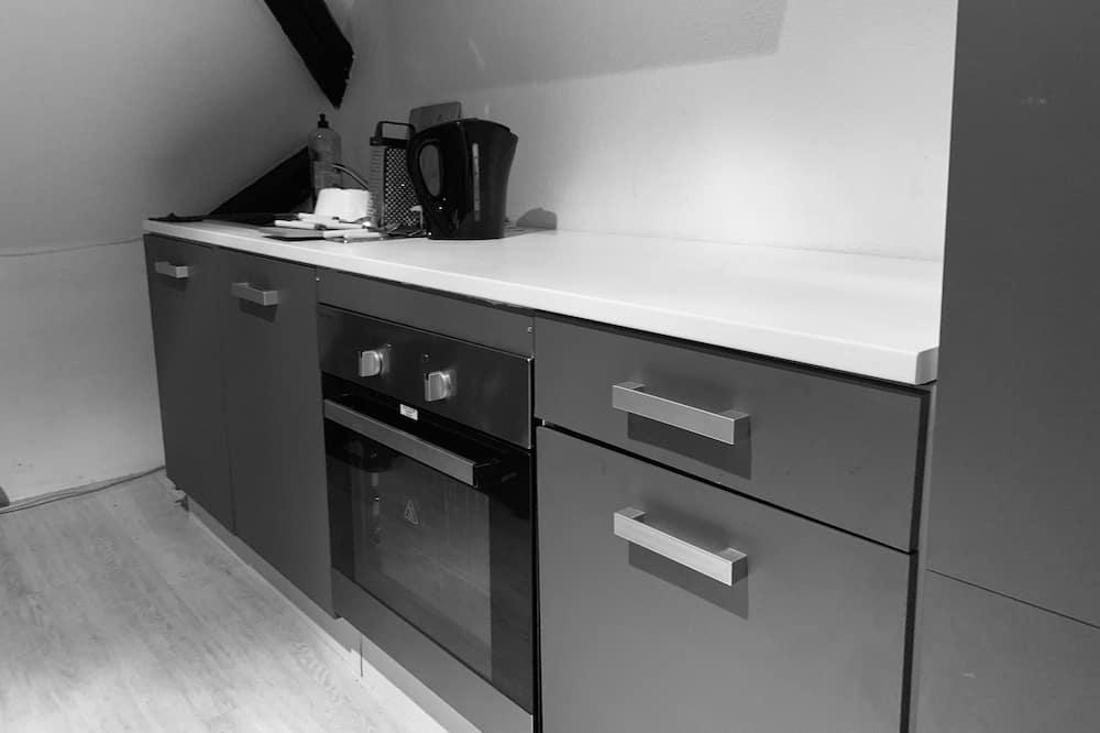 Basic Triple Room, Shared Bathroom - Shared kitchen