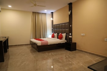 Enter your dates for our Greater Noida last minute prices