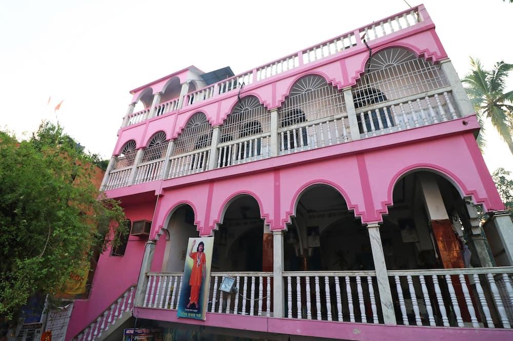 OYO 16609 Trinayani Guest House, Rampur Hat
