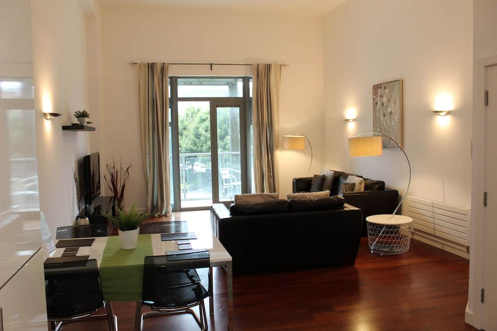 Comfort Apartment (2 Double Beds or 1 Double/2 Twin Beds) - Living Area