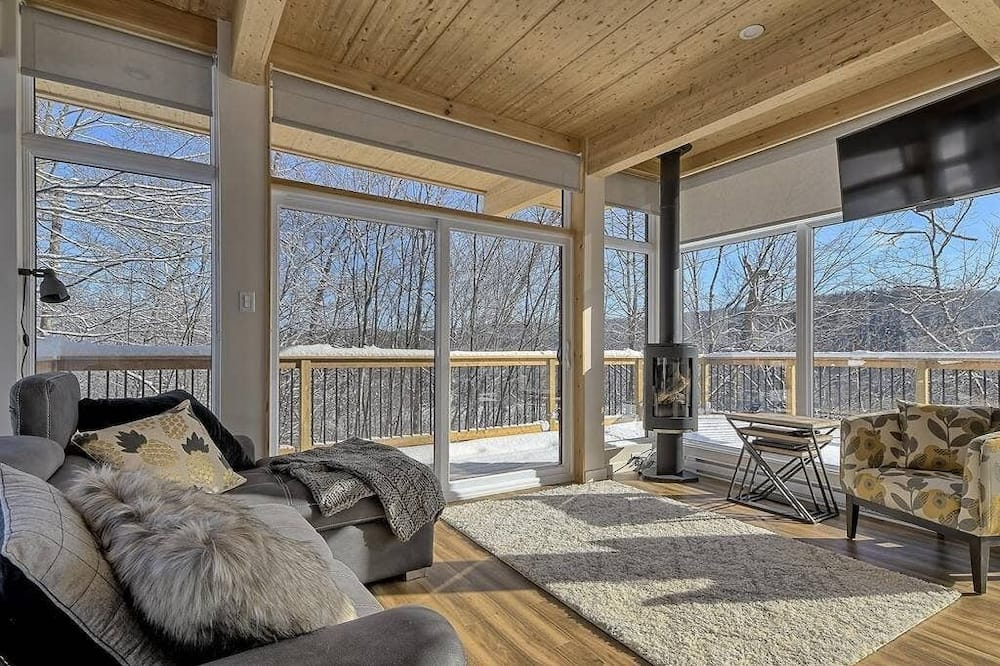 Bright contemporain ❤️ on mountainside with view CITQ # 297192