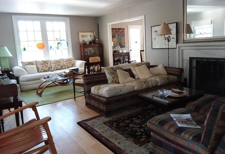 South End Hill Section, Burlington, Living Room