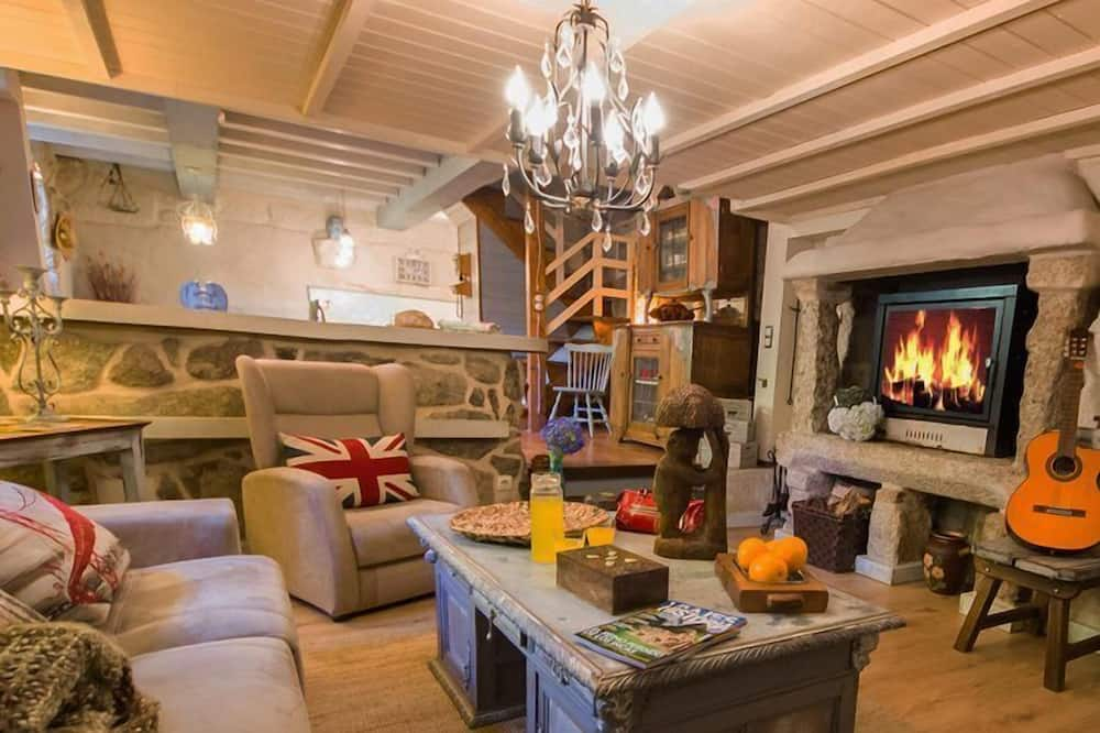 Romantic House, 5 Bedrooms, Private Pool, Mountainside - Living Room