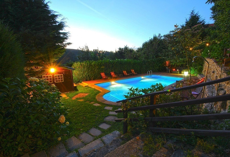 加利西亚梅斯特雷卡斯别墅酒店, 阿拉马, 室外游泳池