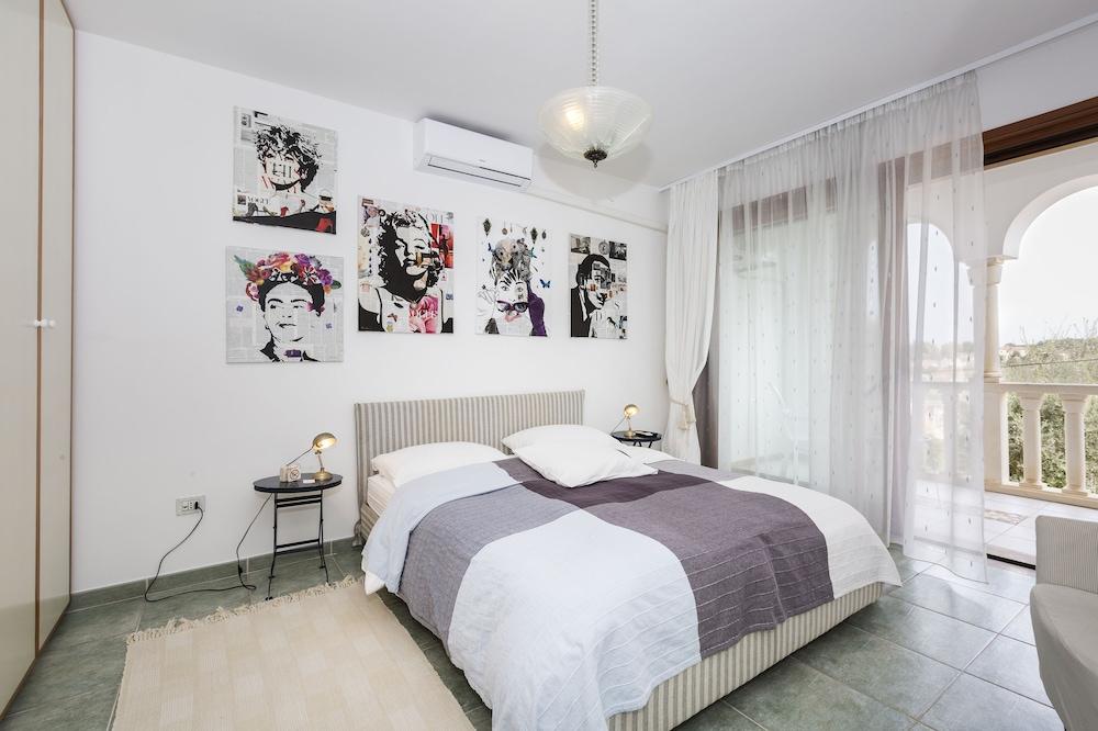 Room Alma 1