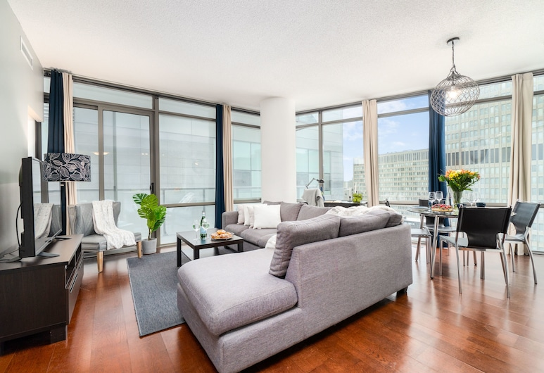 QuickStay - Luxurious 2-Bedroom Condo (Downtown Core), Toronto