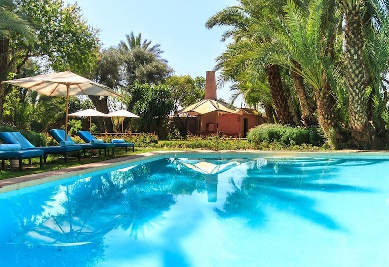 Beautiful 9 Bedroom Villa in the Golden Triangle of the Palm Grove, Marrakech, Baseinas