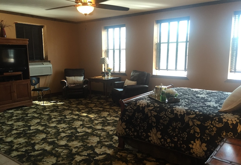 Caldwell Messenger Suites, Caldwell, Basic Suite, 1 King Bed, Non Smoking, Guest Room