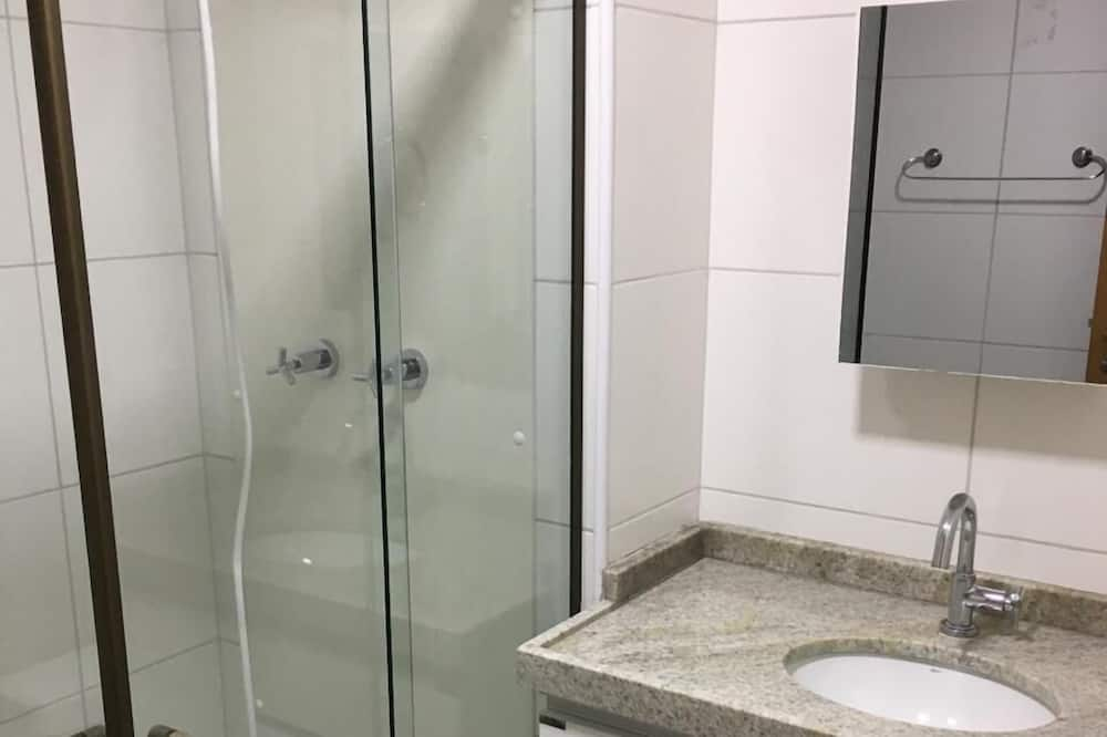 Apartment, Multiple Beds, Accessible, Partial Sea View - Bathroom