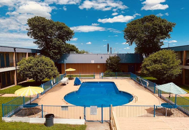 Castle Inn & Suites, Lawton, Piscina al aire libre