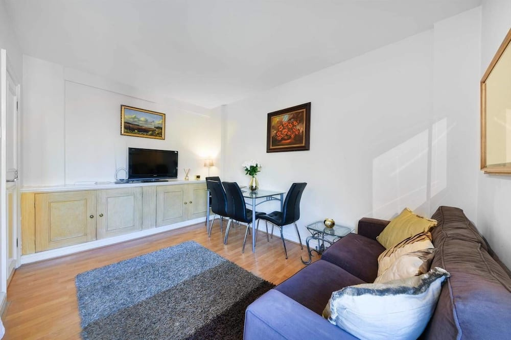 Luxury Apartment, 2 Bedrooms, Non Smoking - Living Area