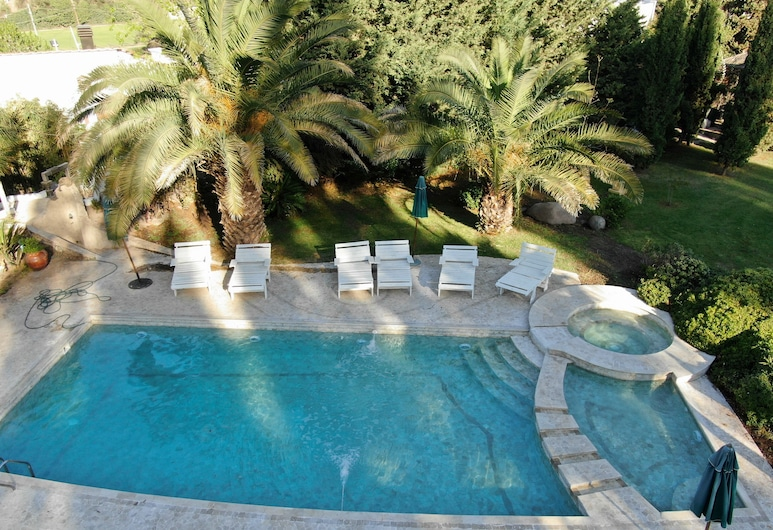 Resort with Pool and Gardens (2 Hectares). WiFi: now with blasting 16Mps,, Luján de Cuyo, حمام سباحة