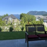 New! Sechelt Inlet Views! Legal 1 BR. Private Suite in West Porpoise Bay Area