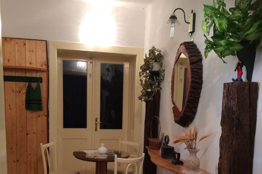 Apartmán, nefajčiarska izba, výhľad na záhradu - Stravovanie v izbe