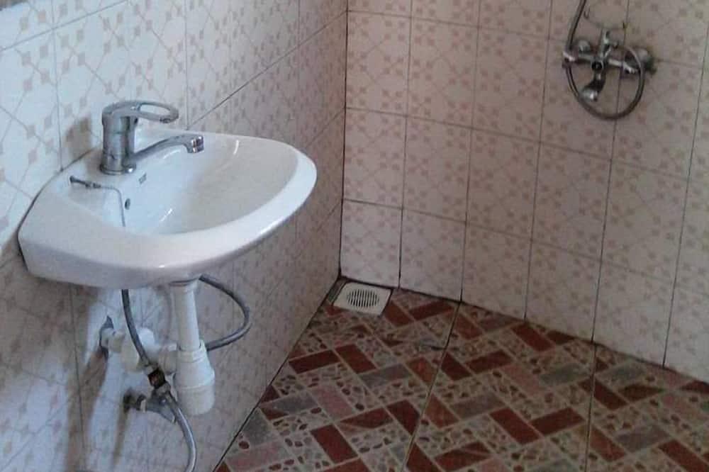 Szoba kétszemélyes vagy két külön ággyal - Fürdőszoba
