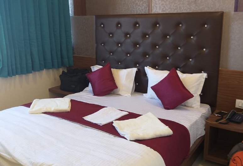 Hotel D Veeray by Sky Stays, Ahmedabad, Interior Entrance