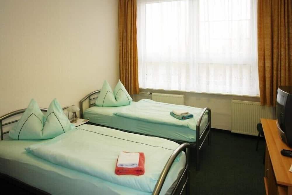 Dvivietis kambarys (2 viengulės lovos), atskiras vonios kambarys - Pagrindinė nuotrauka