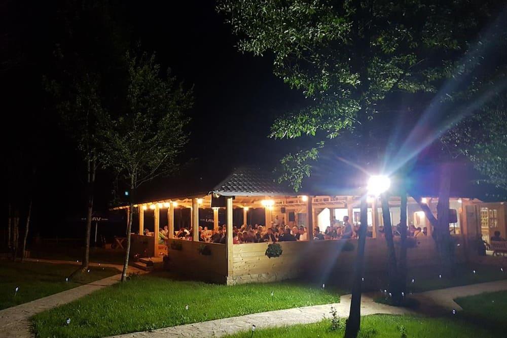 Fasaden på overnattingsstedet – kveld