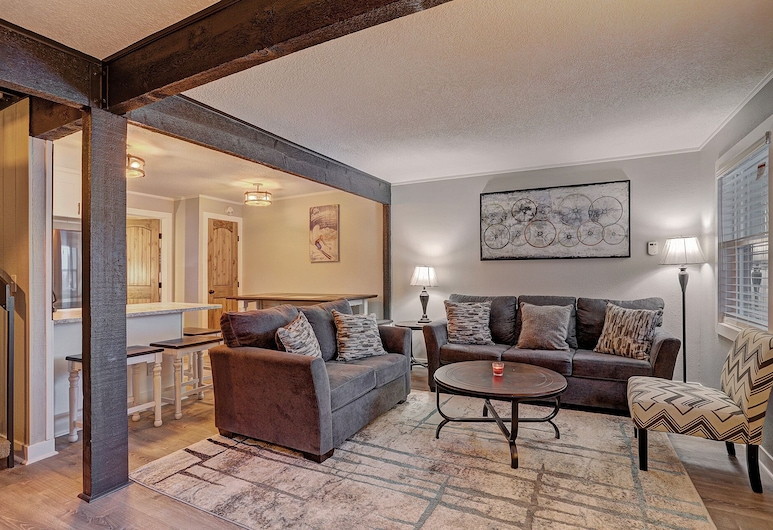 Knotty Pine Lodge - 4 Br Townhouse, Breckenridge, Townhome, 4 Bedrooms, Living Room