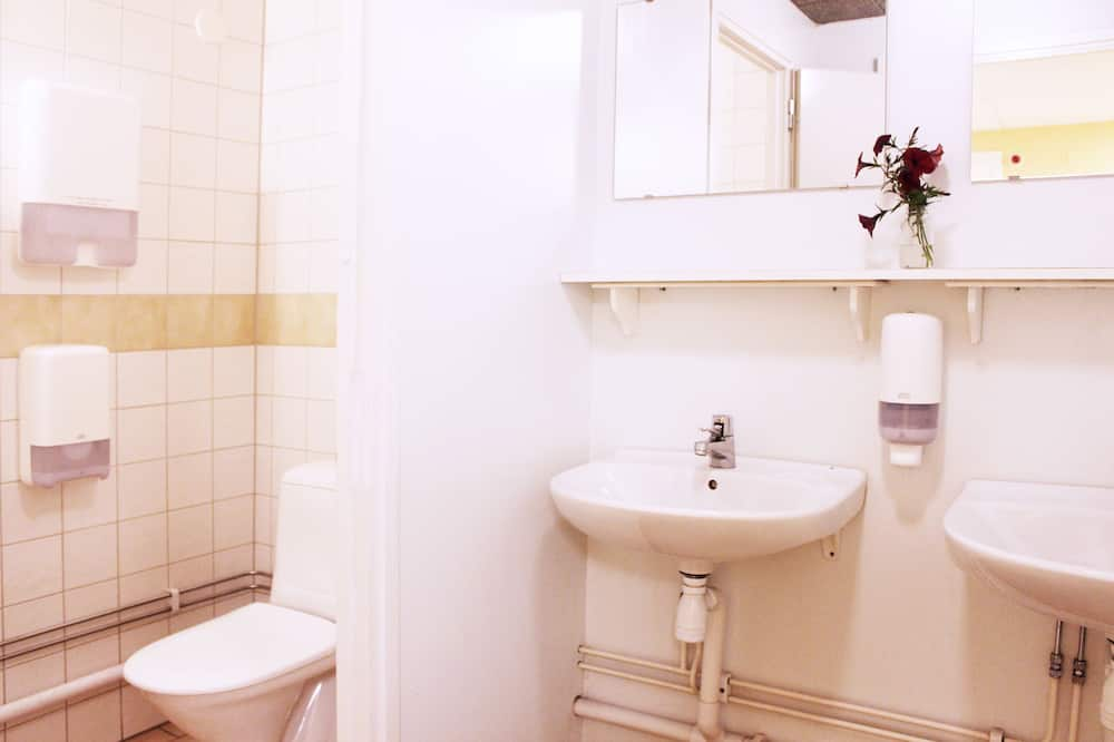 غرفة عادية (Linens, Towels & Cleaning Excluded) - حمّام