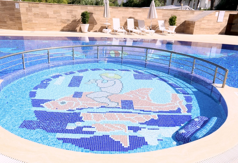 Truemar Hotels & Suites, Kemer, Laste bassein