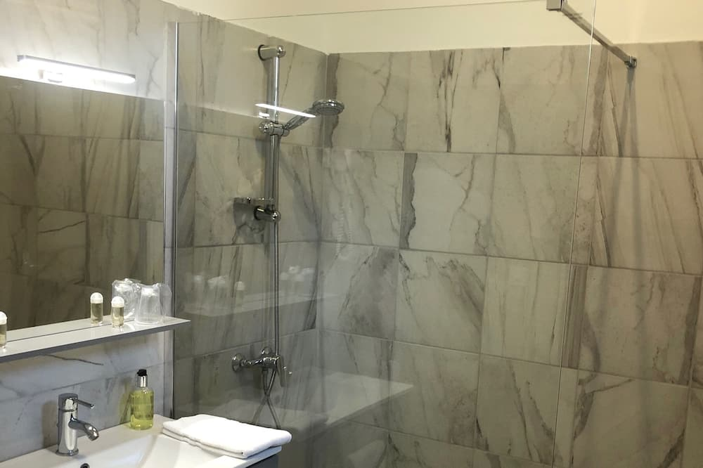 Room, 1 Double Bed, Non Smoking - Bathroom Shower