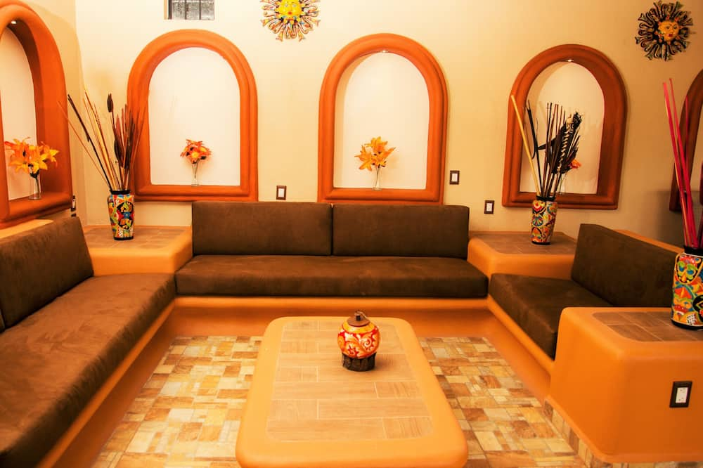 Family House, 3 Bedrooms, Accessible, Garden View - Living Room