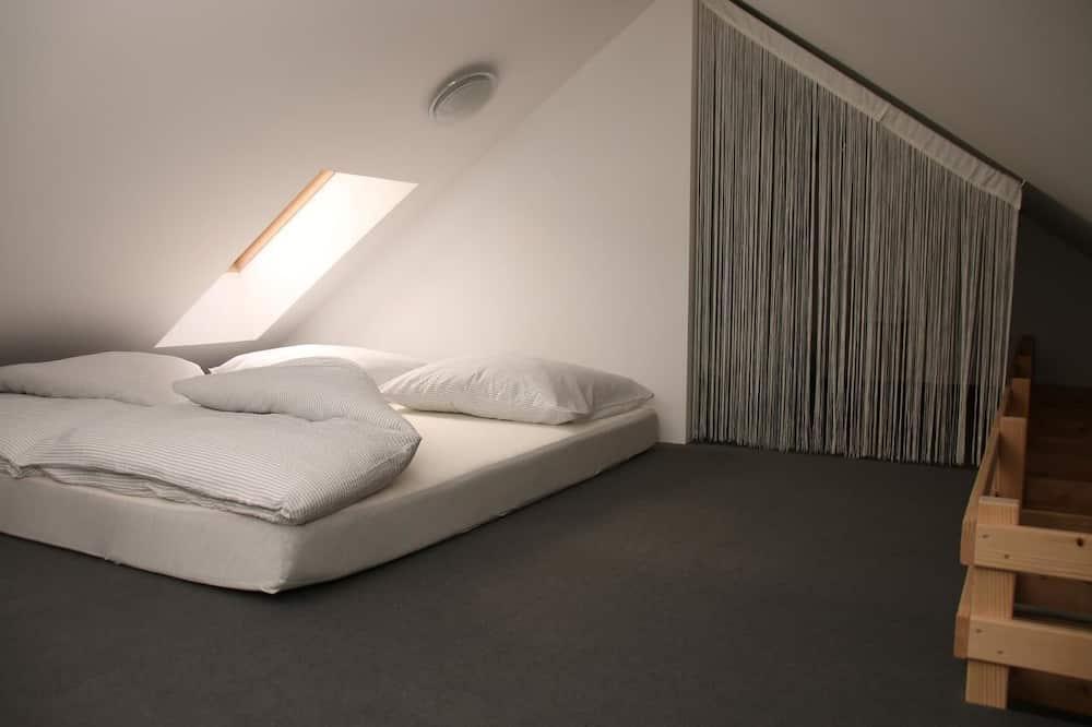 Korter läbi kahe korruse, 3 magamistoaga, vaade mägedele (A001) - Tuba