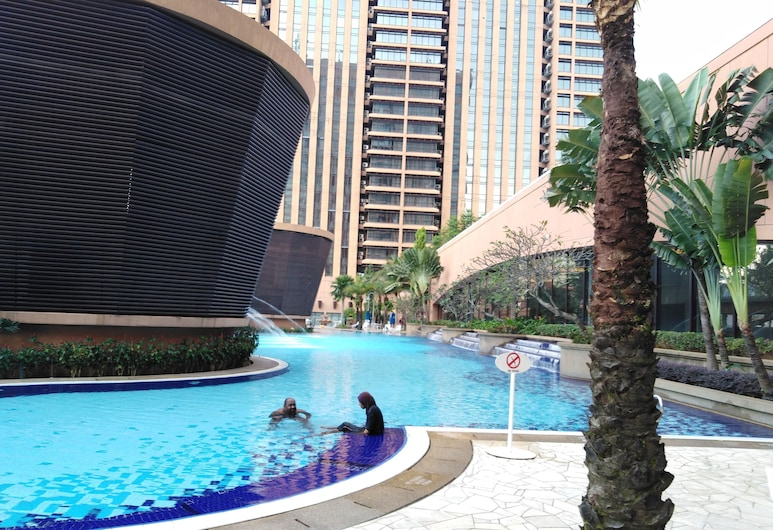 Millennium Service Suite at Times Square, Kuala Lumpur, Outdoor Pool