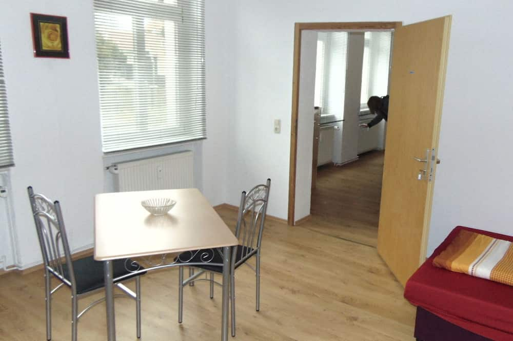 Basic Double Room, Shared Bathroom (gemeinsame Küche) - Living Area